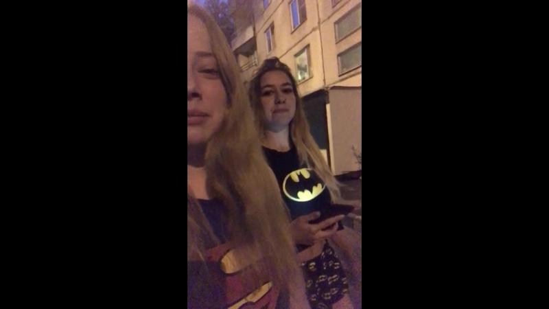 Batman и Superman вышли на охоту🖤💛❤️