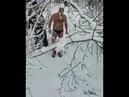 Емельяненко готовится к бою в старооскольской речке. Снимает и восхищается его сербский друг