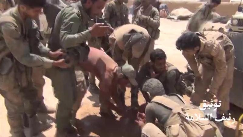 Герои полка Аль-Хайдар Tiger Forces в пустыне в провинции Дейр эз-Зор