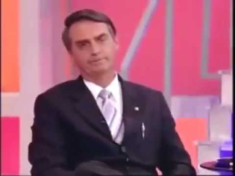 Bolsonaro humilha no casos de família ( quem é a mãe o bigodudo ou o careca ?)