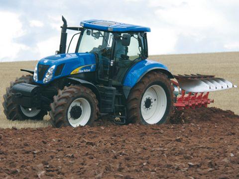 на тракторе T7000 менее
