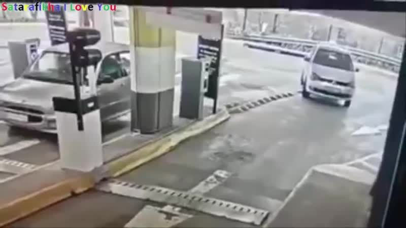 WATCH Failed car hijack attempt in Hyde Park South