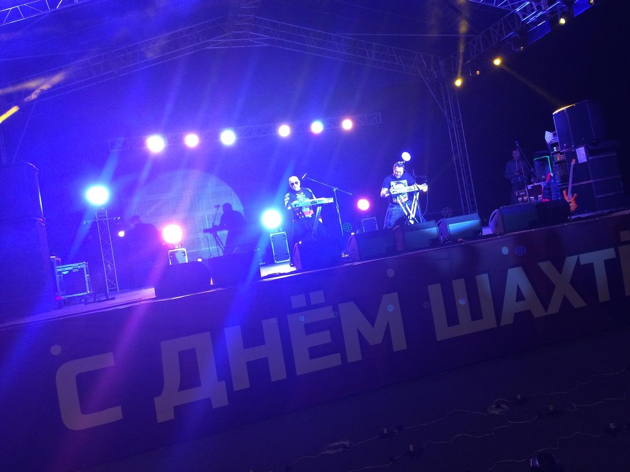 День шахтера 2018 в поселке Бачатский, Белово, выступает группа Русский размер