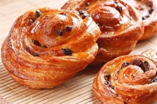 Los panecillos vieneses los panecillos Perfumados, tiernos, de un modo excepcional sabrosos vieneses se acercarán como para el desayuno con la tacita del té o el café, y para la comida con el plato de la sopa. Velloso adentro, con la corteza corrujiente de oro, estos panecillos dejarán a nadie indiferente. Los ingredientes: 300-400 g de trigo …