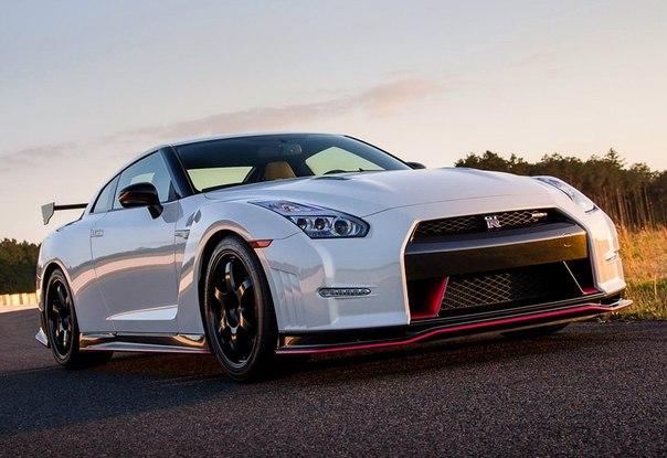 New!!! Nissan GT-R Nismo Nurburgring Nordschleife 9 место-7:08.068  Характеристики:  объем и тип двигателя 3.8 litre V6 Twin-Turbo макс. мощность 700 л.с.  макс. скорость 320 км.ч. разгон до 100 км.ч. 2.6 сек.  макс. крутящий момент 652 Н/м при 3200 об/мин. Вес автомобиля 1650 кг. Цена 5.9 млн. руб., 180 000 $, 138 600 €
