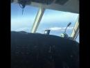 Девид управляет самолётом