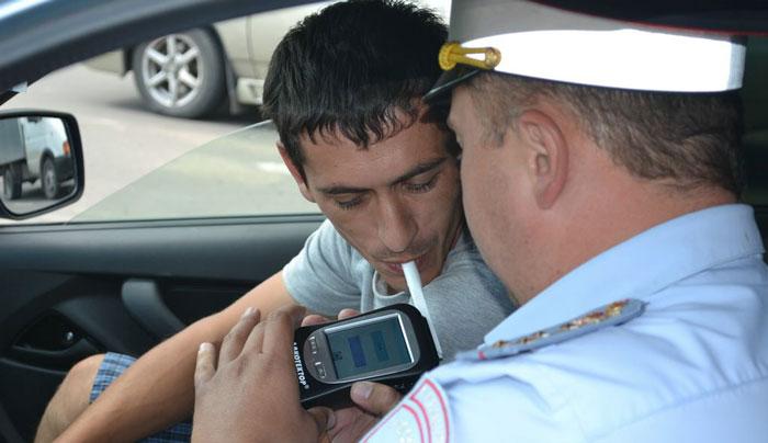 Водитель из Зеленчукской катался пьяный на автомобиле в Черкесске