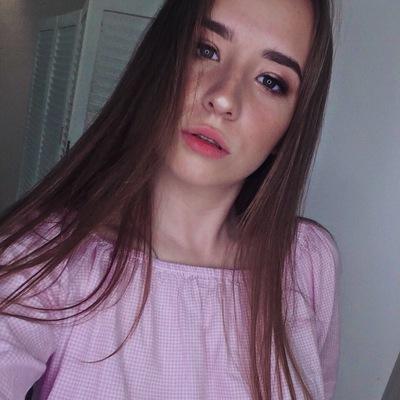 Лиза Власова
