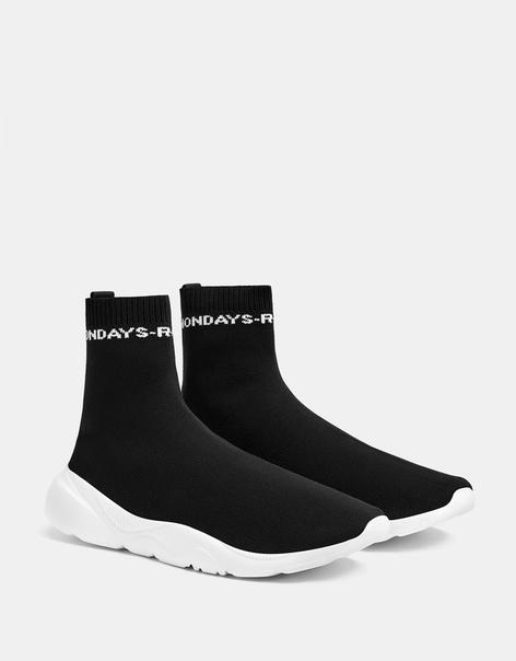 Высокие эластичные кроссовки с надписью