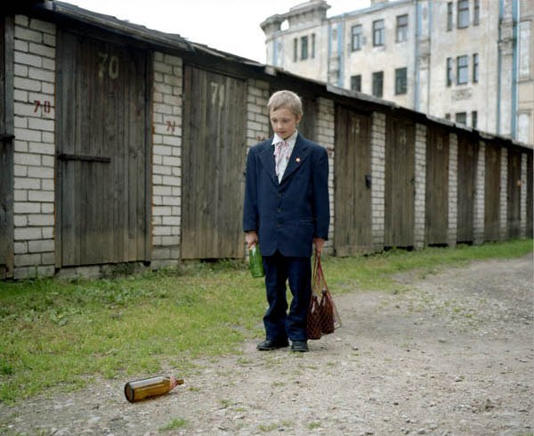 Фотопроект «Амнезия» фотографа из Латвии, который инсценировал советское прошлое