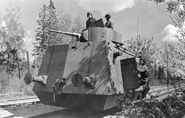 Экипаж бронедрезины БТД с башней от танка Т-26 (Ленфронт, 2 июня 1942 года).