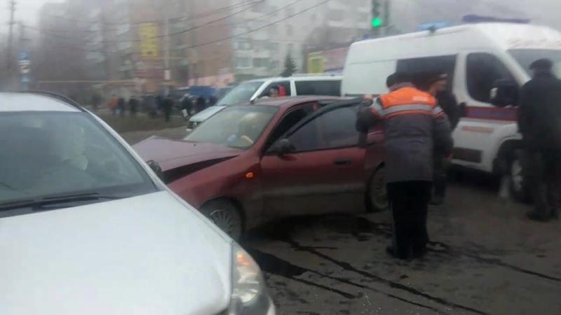 ДТП на Т-образном перекрёстке, м-н Зелёный, рынок.( г.Макеевка)