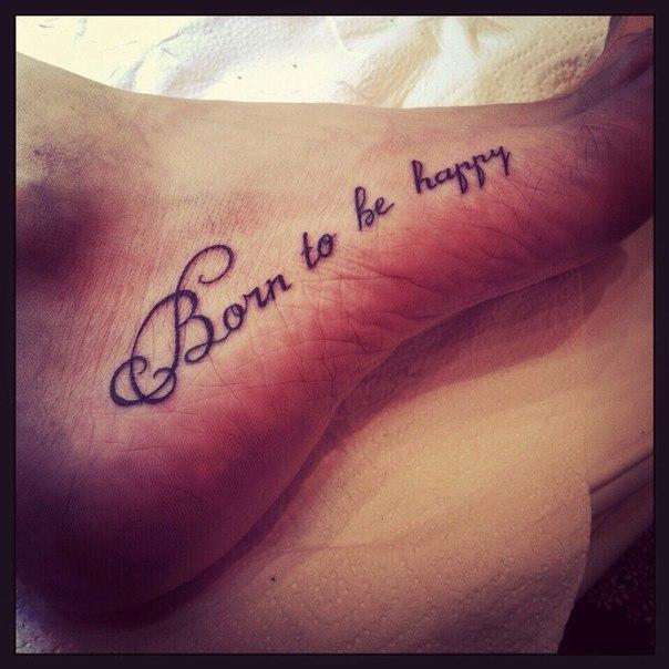Рождена быть счастливой на латыни тату