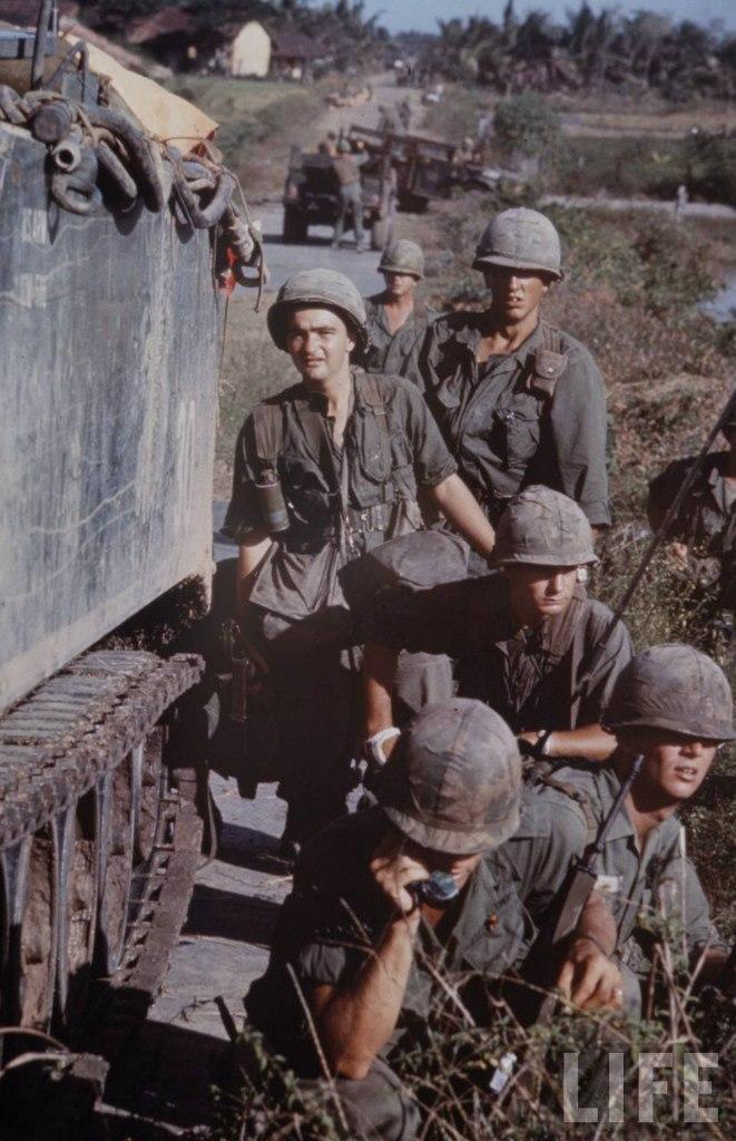 guerre du vietnam - Page 2 4r7ureQkMlE