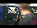 Случайно вырубил фаната Бойцы UFC избивают людей