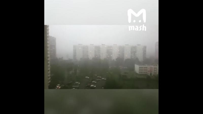 В Москве начался ад. На улицу без надобности лучше не выходить — сдует. Или смоет.