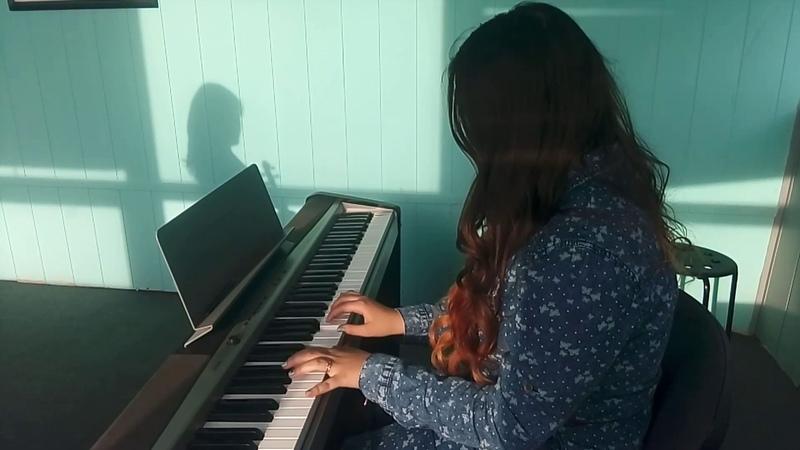 Елена Шаткина - клавиши, Екатерина Соловьева - скрипка