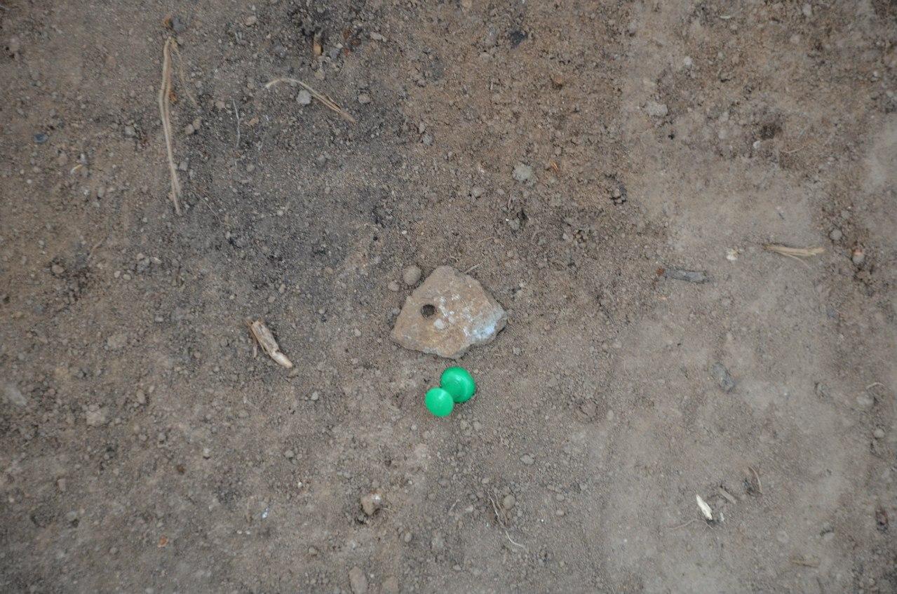 Раскоп на мысе Кедровом, находка.Возможно, это был подвесной сосуд (06.11.2014)