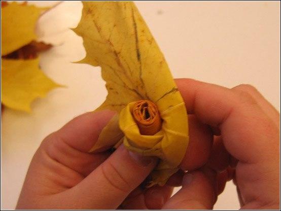 Как сделать розу из осенних листьев поэтапно