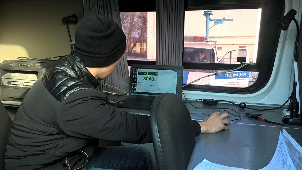 Мобильный пост весового контроля выехал на дороги города — Изображение 1
