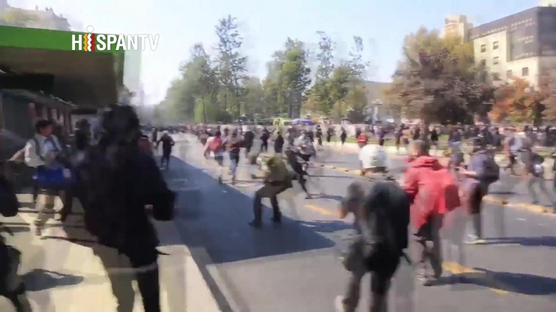 Reprimen mega protesta estudiantil contra Gobierno de Chile