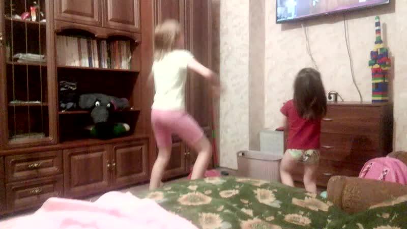 дети развлекаються