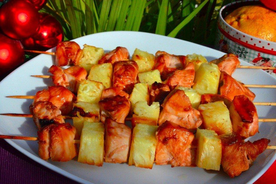 Шашлык из курицы с ананасом Ингредиенты: Грудки куриные —