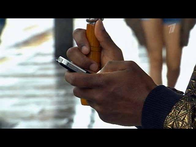 Большинство мужчин имеет привычку читать SMS-переписку своих жен - Первый канал