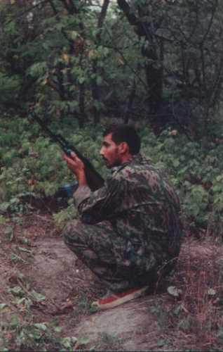 Боец-контрактник отряда спецназа в «зеленке» в районе грозненского фильтра»