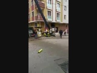 Военный вертолет упал в Стамбуле