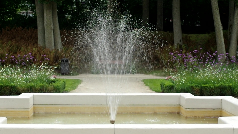 2018-08-24, фонтан в ботаническом парке, Паланга.