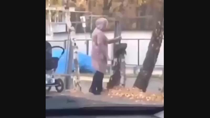 Яжемать на прогулке