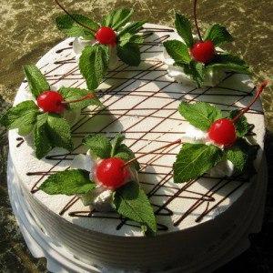 тортик с вишенкой
