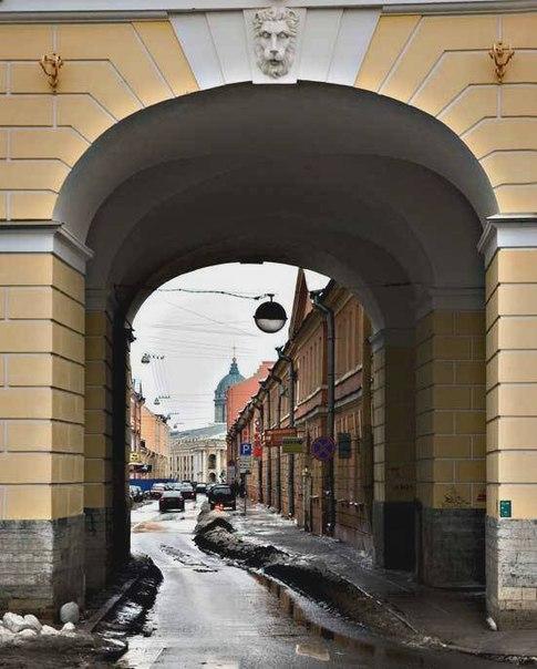 Лампадка из покостовского гранита Цветной бульвар памятник из цветного гранита Камешково