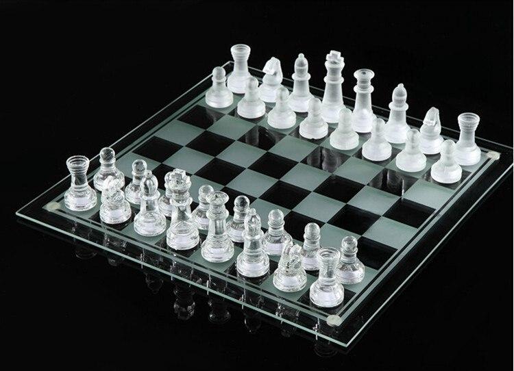 Элегантные шахматы из стекла -