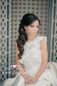 Свадебная прическа играет очень важную роль в образе невесты.  Она должна гармонично вписываться в образ...
