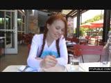 Dolly little показывает свои прелисти на камеру в кафе и мастурбирует на улице