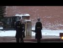 Смена Почётного караула у Вечного огня у могилы Неизвестного солдата в Москве 3 января 2017 года