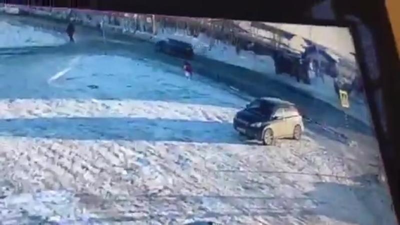 Водитель без прав сбил школьницу на переходе в Салехарде