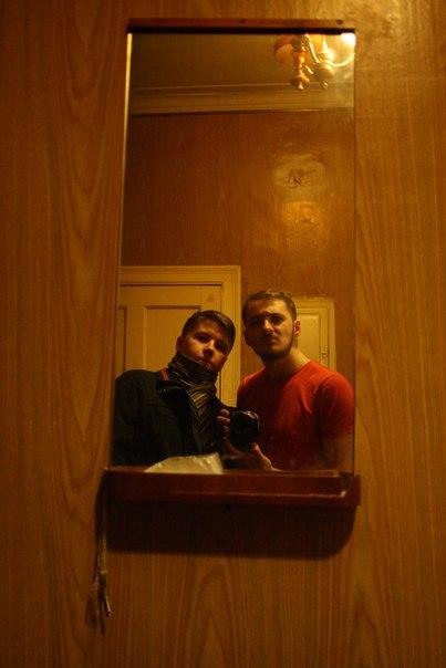 Встретились с Димкой у Димки дома.