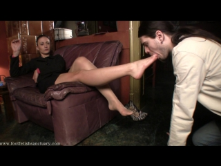 Mistress Larissa вылизывание туфелек и ножек Фут-фетиш #serbian #feet #massage #fetish