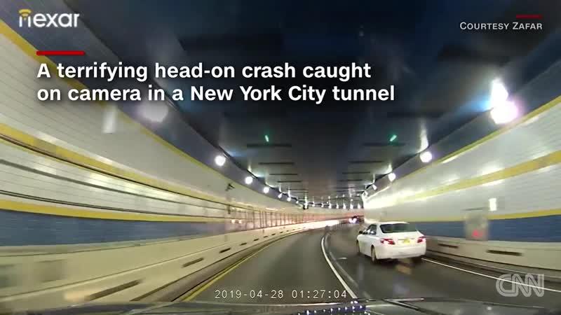 Лобовое столкновение водитель UBER въехал на встречную полосу тоннеля