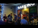 Пятница Barking песни на веранде