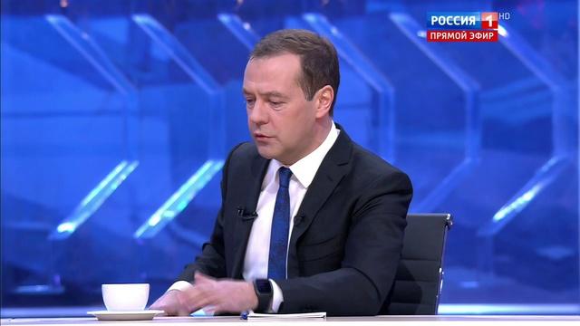 Новости на Россия 24 • Медведев бюджет здравоохранения у нас не падает, а растет