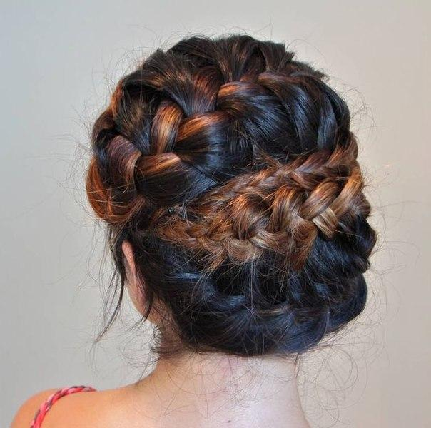 Прическа с тремя косами (9 фото) - картинка