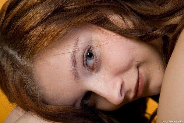 фотографию привлекательной девушки