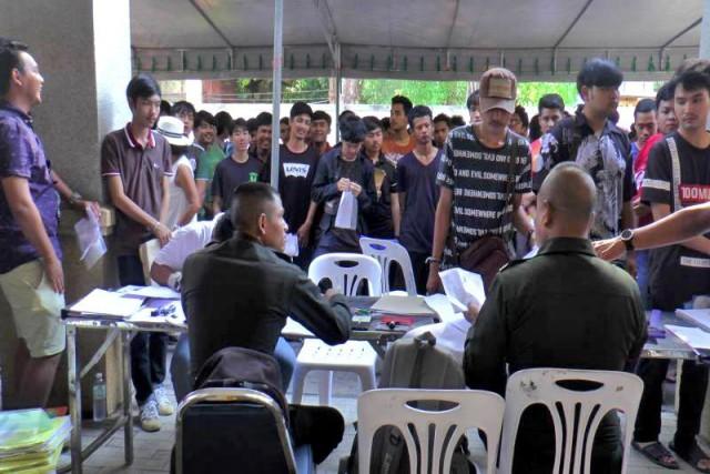 А тем временем в Таиланде ежегодная лотерея призывников в армию