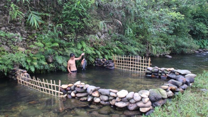 Primitive Technology Build a Stone Dam to Raise Fish