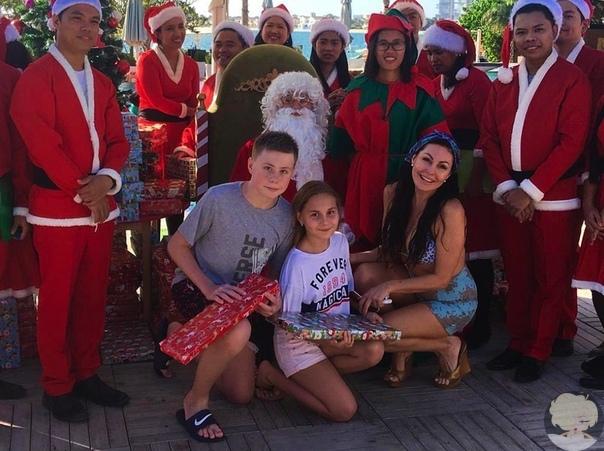 Наталья Бочкарева с детьми начинает новогодние праздники в тёплых краях