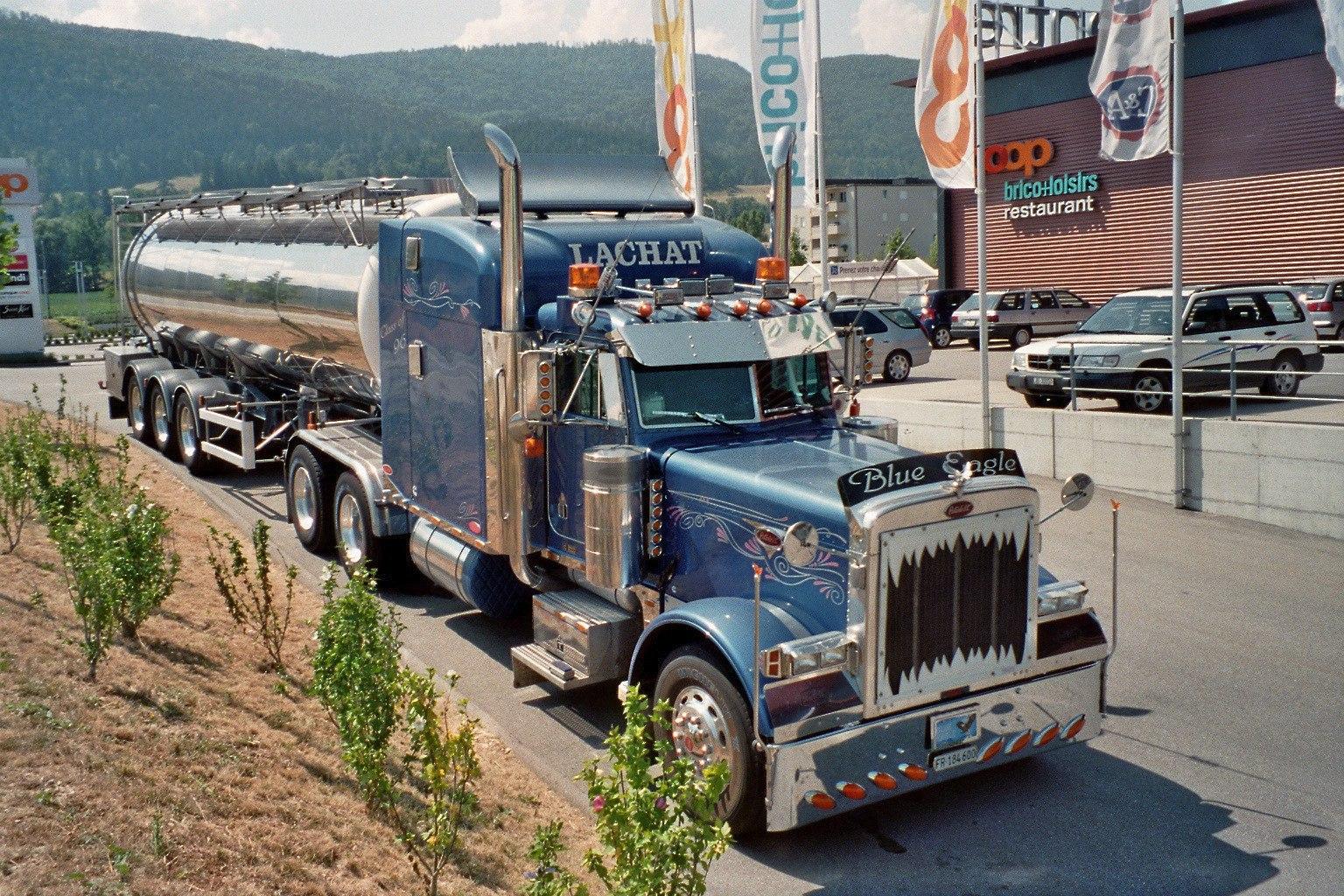 Красивый грузовик - тягач 2016